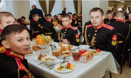 Суворовскому училищу в Уссурийске – 75: замминистра обороны оценил быт воспитанников